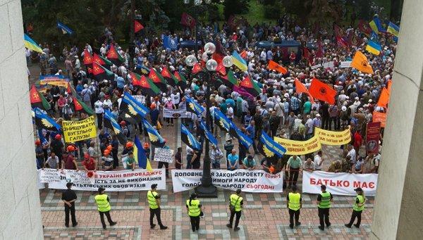 В Киеве подрались министр и депутат из-за зарплаты шахтеров