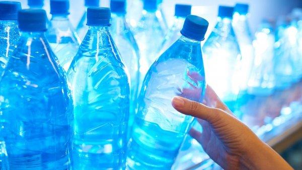 Госдума предлагает продавать воду в бутылках по фиксированной цене