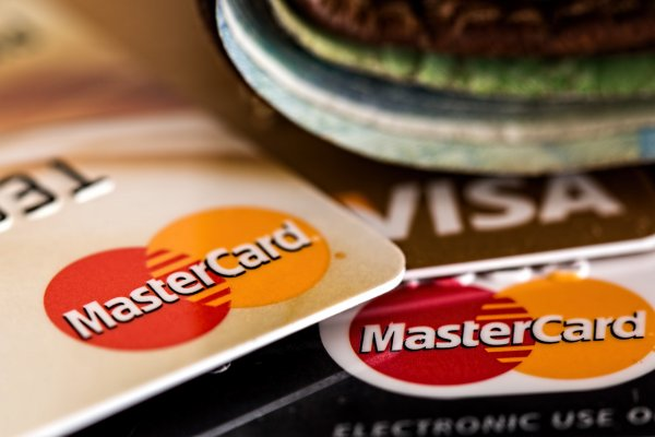 Mastercard намерена ввести технологию оплаты подмигиванием камере
