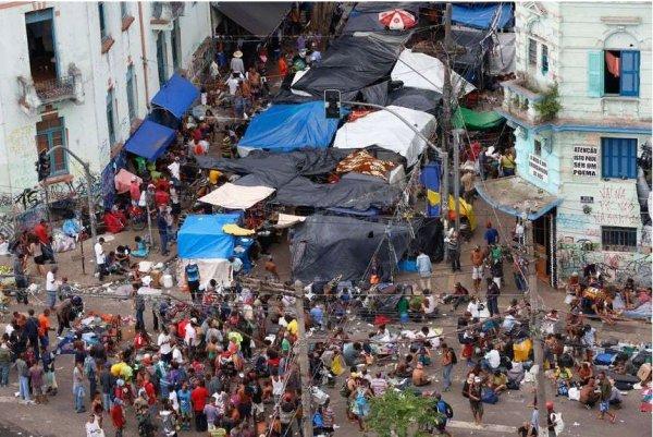 Зомби наступают: В Бразилии появился настоящий город наркоманов
