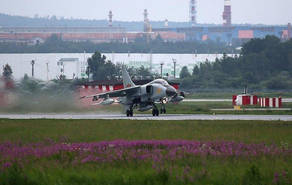 Над Екатеринбургом летают военные самолёты Китая