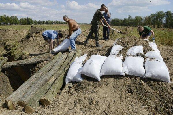 Достижение украинской армии: Пехота вручную вырыла 1,5-км траншею в зоне «ООС»