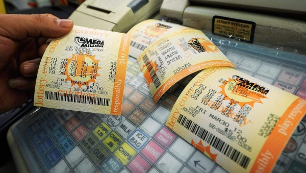 В Калифорнии мужчина выиграл в лотерею более полумиллиарда долларов