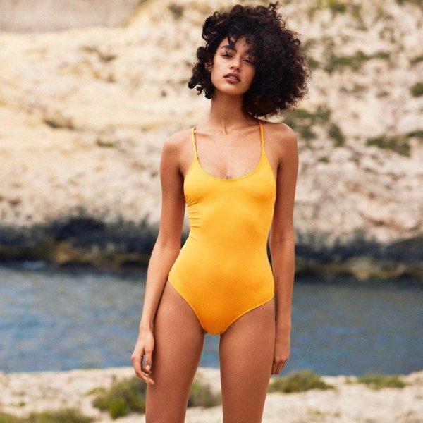 Первый именитый бренд отказался фотошопить тела моделей в купальниках