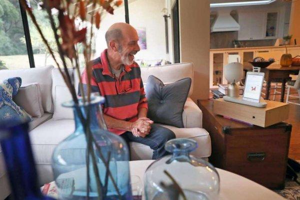 Израильские ученые презентовали нового робота-друга для пожилых людей