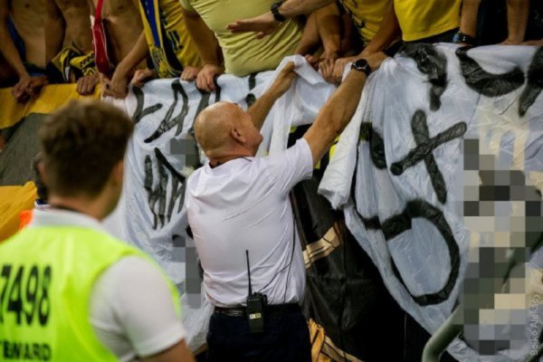 Фанаты Ростова создали для ЦСКА матерный баннер