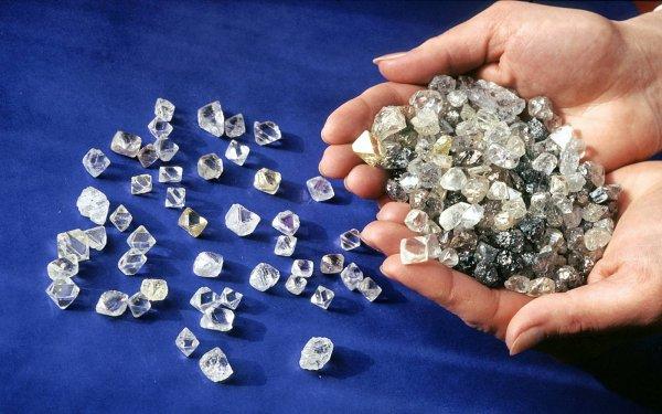Санкции на пользу: Крупнейший мировой алмазодобытчик АЛРОСА впервые опробовал продажу алмазов за рубли